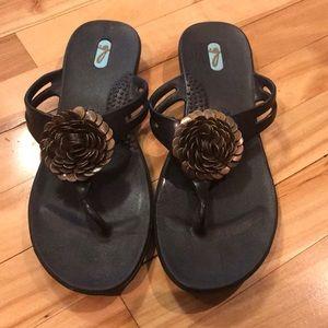 OKA b. black bronze disc floral thong sandals, Lg